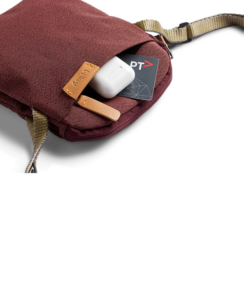 BRY9906 City Pouch 側背小包